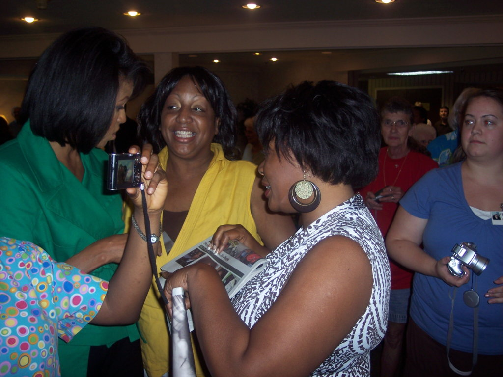 Publisher Sharon S. Gordon introducing First Lady Michelle Obama to her first edition of Urban Trendsetters.